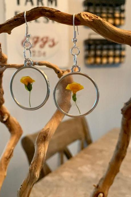 Pressed dried flowers earrings, resin flower jewelry,gift for graduation,preserved flowers, boho, minimalist jewelry gifts, nature gift, botanic