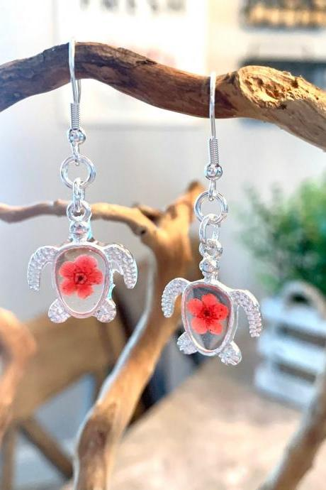 Sea turtle pressed dried flower earrings, Resin Flower Jewelry, sea turtle jewelry,beach jewelry for women,resin art,boho,gift for mom,botanical,minimalist jewelry,silver,birthday