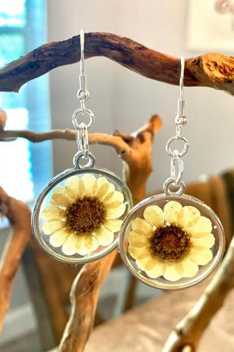 Pressed dried mulicaule flowers earrings, resin flower jewelry, unique gift for grad, preserved flowers, boho, minimalist jewelry gifts, nature