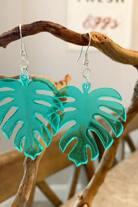 Resin art earrings,leaf earrings,nature jewelry,boho,summer earrings,minimalist jewelry,cruise jewelry,vacation jewelry,special gift,garden