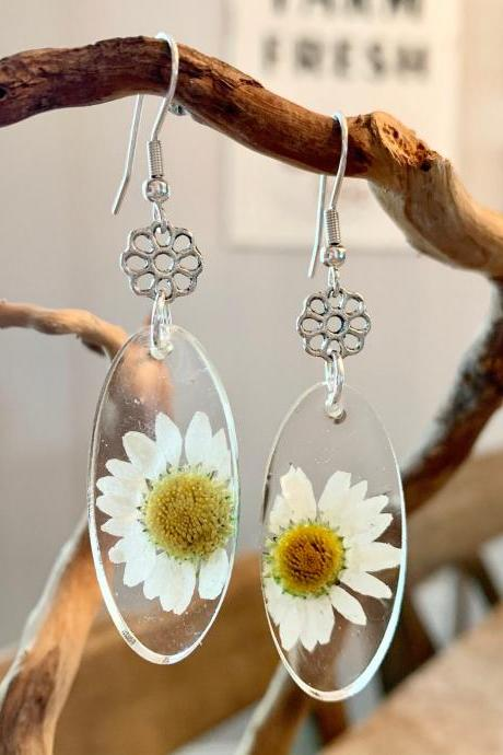 Real dried flower earrings, Resin pressed daisy oval earrings,resin jewelry,minimalist,jewelry for women, nature,graduation gift,summer earrings,botanical,gifts for her,flowers