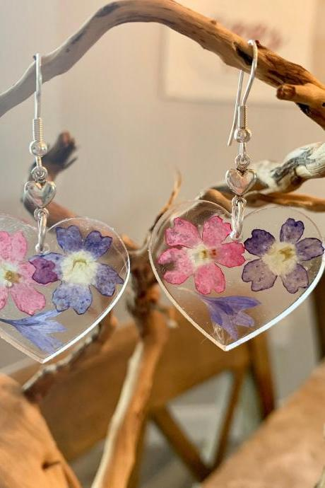 Heart Resin pressed flower earrings, Real Flower Earrings ,botanical, jewelry for women, minimalist jewelry, unique gift