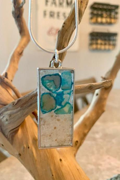 Resin art necklace,beach pendant,heart jewelry,shell jewelry,jewelry for women,beach jewelry,shell and sand necklace,gift, special occasion