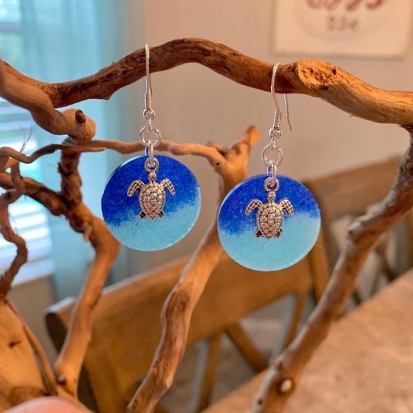 Resin earrings,sea turtle earrings,beach jewelry,summer fashion,jewelry for women,beach earrings,beach accessories,sea turtle charm,fun gift